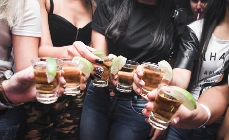 Alkohol Essen Knaberzeug WG Party