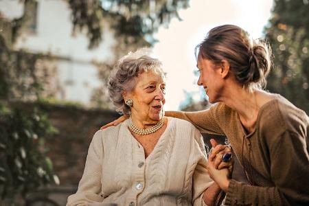Soziales Engagement im Studium in der Altenpflege